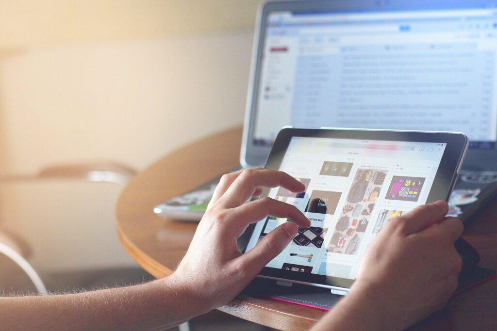 """Czym jest """"uzależnienie od Internetu"""" i jakie jest leczenie?"""